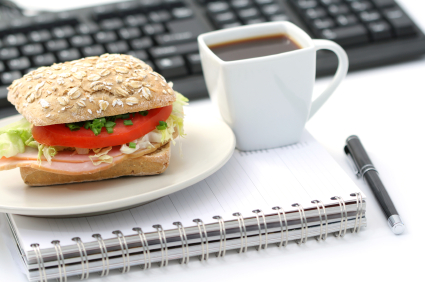 iStock 000009568375XSmall 3 Easy Ways to Save Money on Food While at Work